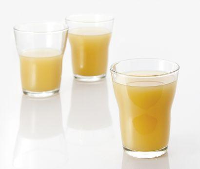 Saft aus Ananas und Passionsfrucht